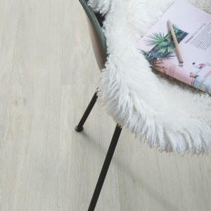 QUICK STEP VINYL FLOORING (LVT) Silk Oak Light  RBACP40052