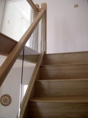 Pear Stairs - Skitt Cottage Glass Staircase (372)